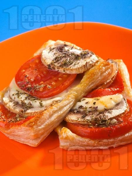 Лодки от бутер тесто (бутерки) с домати, гъби и сирене моцарела - снимка на рецептата